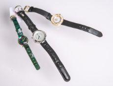Drei verschiedene Armbanduhren (neuzeitlich), bestehend aus: 1x Damenarmbanduhr von