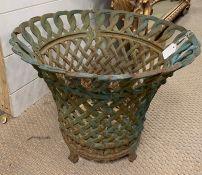 Cast iron Victorian planter (H34cm Dia 42cm)