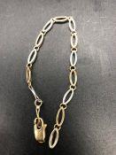 A 9 ct gold bracelet (5.9g)