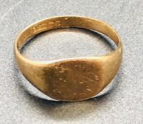 A 9 ct yellow gold signet ring (1.8g)
