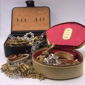 A Selection of quality costume jewellery to include earrings, bracelets etc