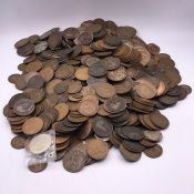 A large quantity of pennies and half pennies, including Edwardian and Victorian (about five kilos)