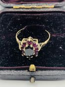 A 9 ct gold ring with garnets.(Total weight 2.1g)