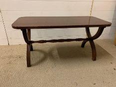 A mahogany coffee table with cross legs (H44cm W92cm D40cm)