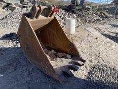 Badger 32 in. Excavator Bucket