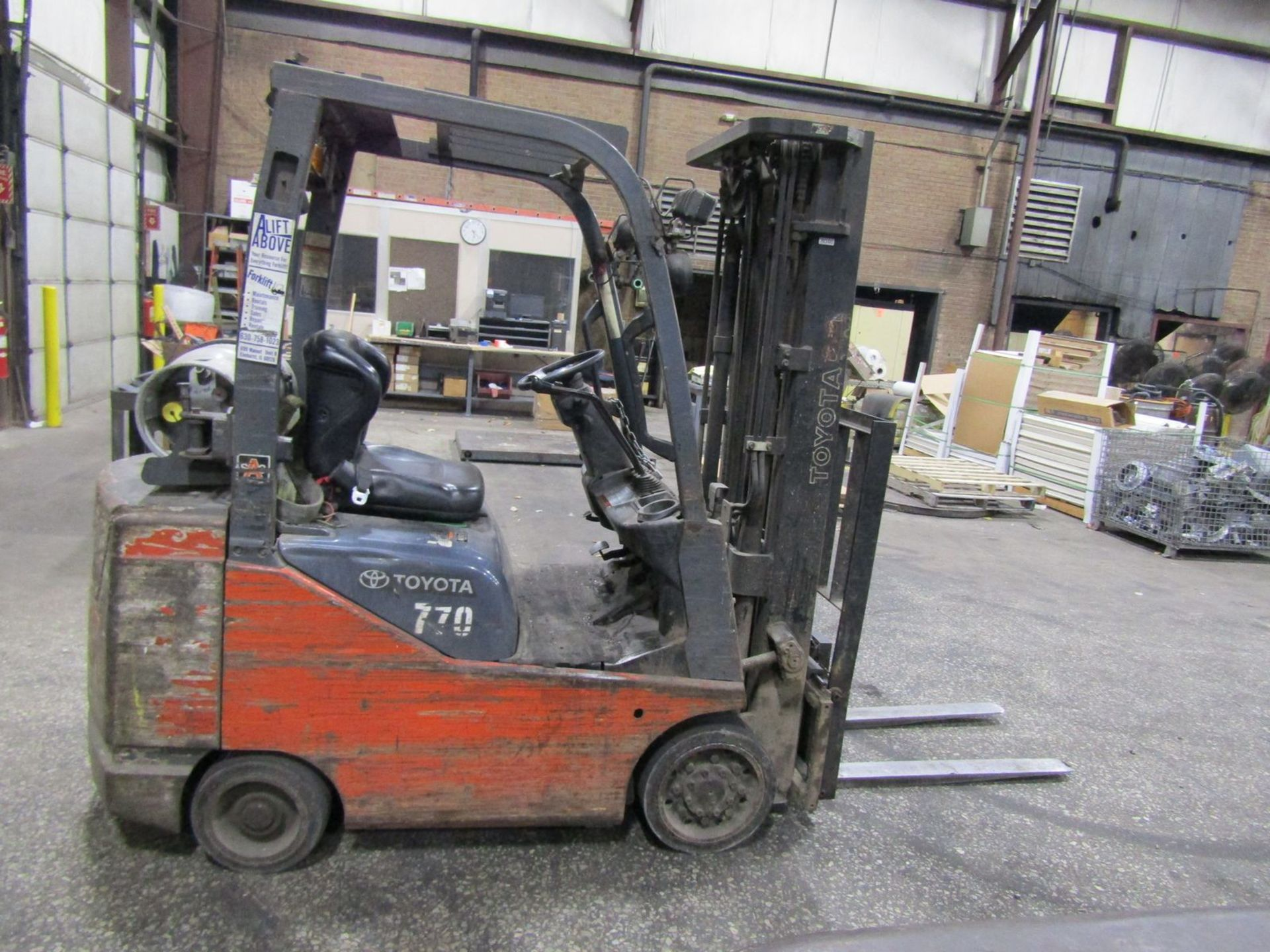 Toyota 2,200 lb. Cap. Model 8FGCSU20 LP Fork Lift Truck, S/N: 13770; with 3-Stage Mast, Side - Image 7 of 11