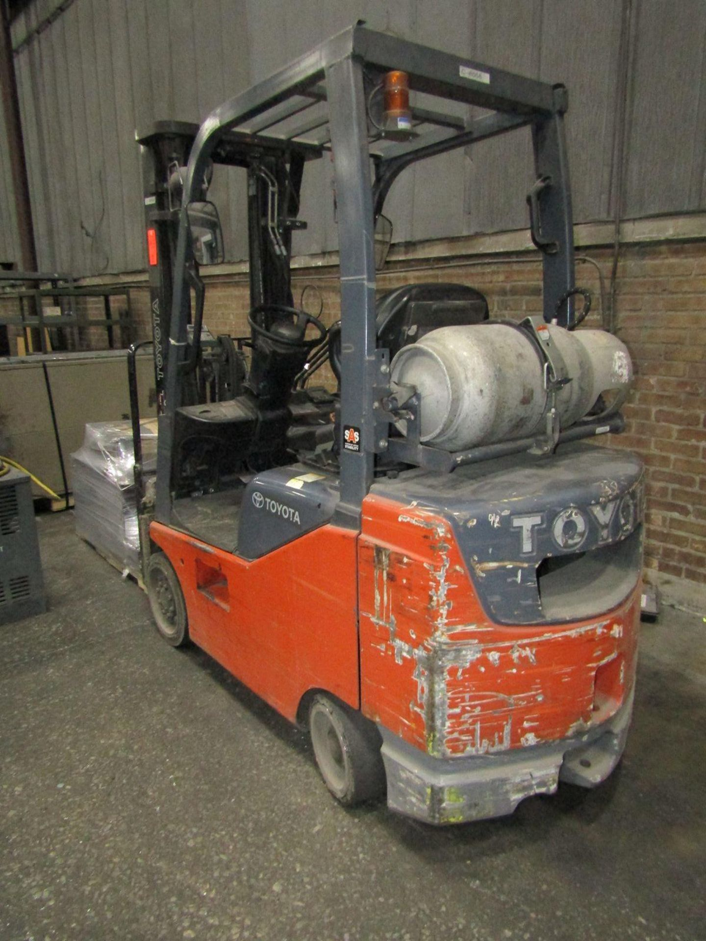 Toyota 5,000 lb. Cap. (approx.) Model 8FGCSU20 LP Fork Lift Truck, S/N: 20712; with 3-Stage Mast, - Image 2 of 8