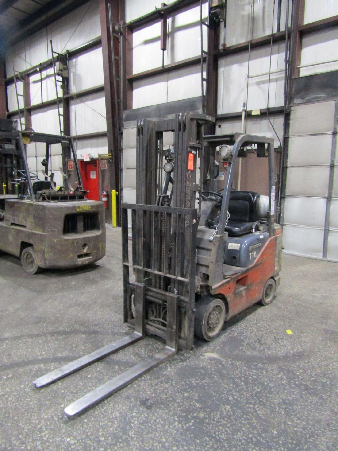 Toyota 2,200 lb. Cap. Model 8FGCSU20 LP Fork Lift Truck, S/N: 13770; with 3-Stage Mast, Side - Image 4 of 11