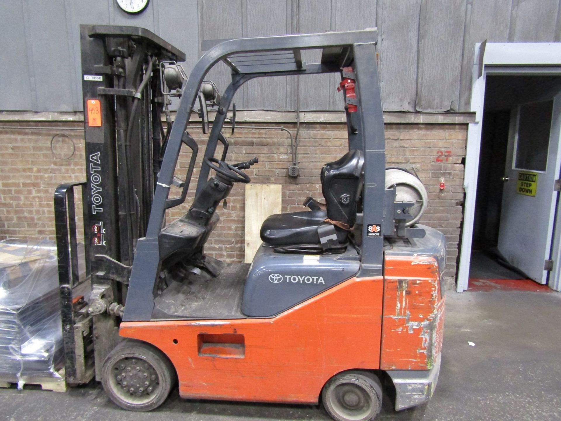 Toyota 5,000 lb. Cap. (approx.) Model 8FGCSU20 LP Fork Lift Truck, S/N: 20712; with 3-Stage Mast, - Image 6 of 8
