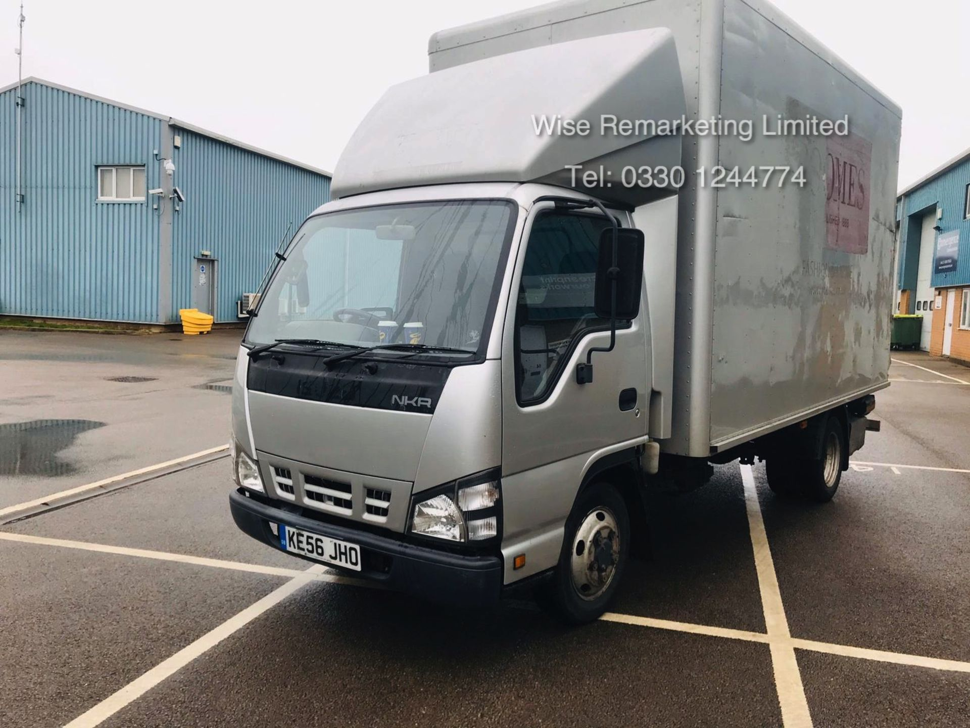Lot 22 - (RESERVE MET) Isuzu NKR 77 Turbo 3.0 DI (130 BHP) Luton - 2007 Reg - Tail Lift - Air Con NO VAT