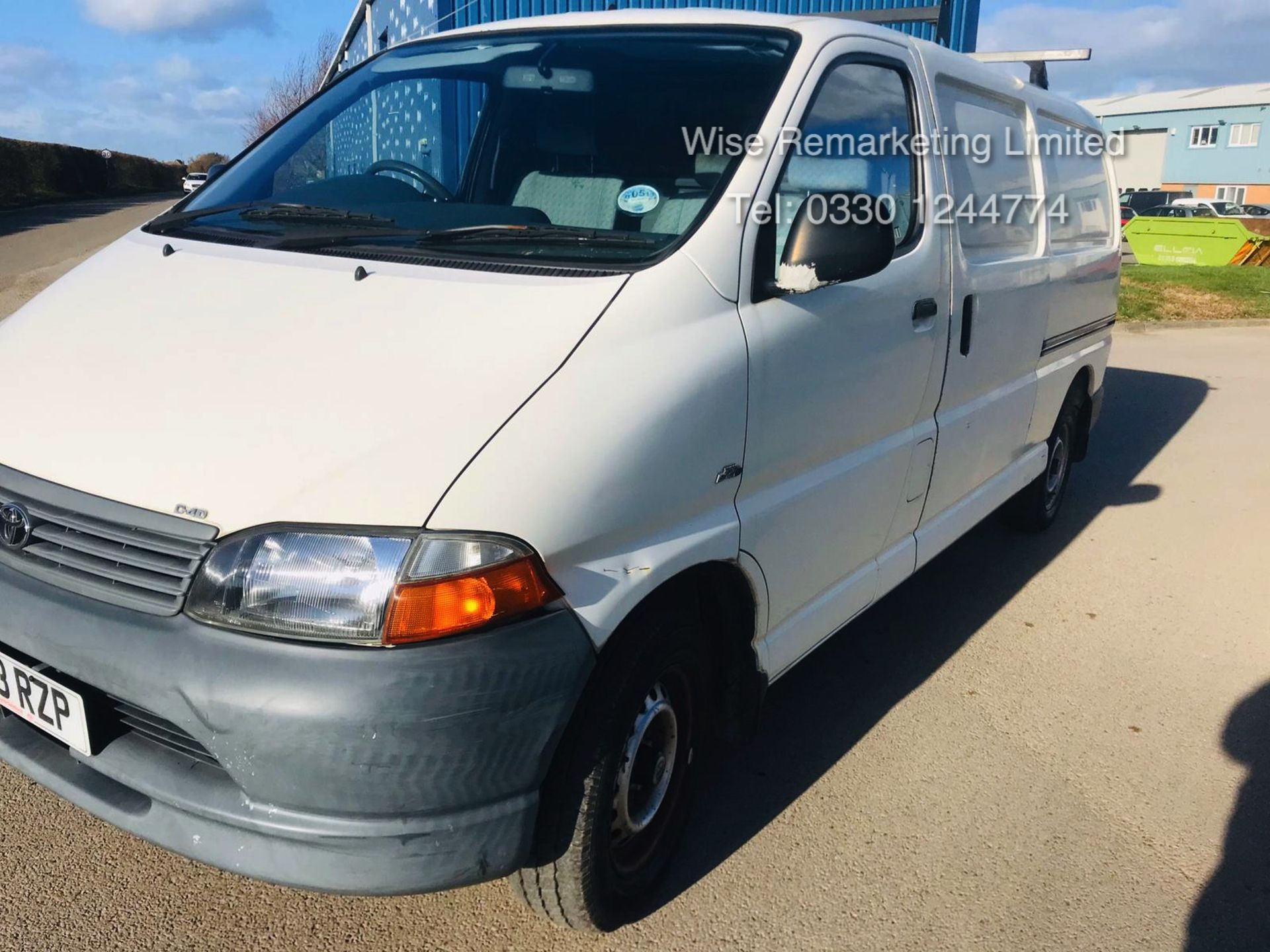 Lot 25 - Toyota Hiace 300 GS 2.5 D4D - 2003 03 Reg - 1 Keeper From New - 3 Seater - Roof Rack