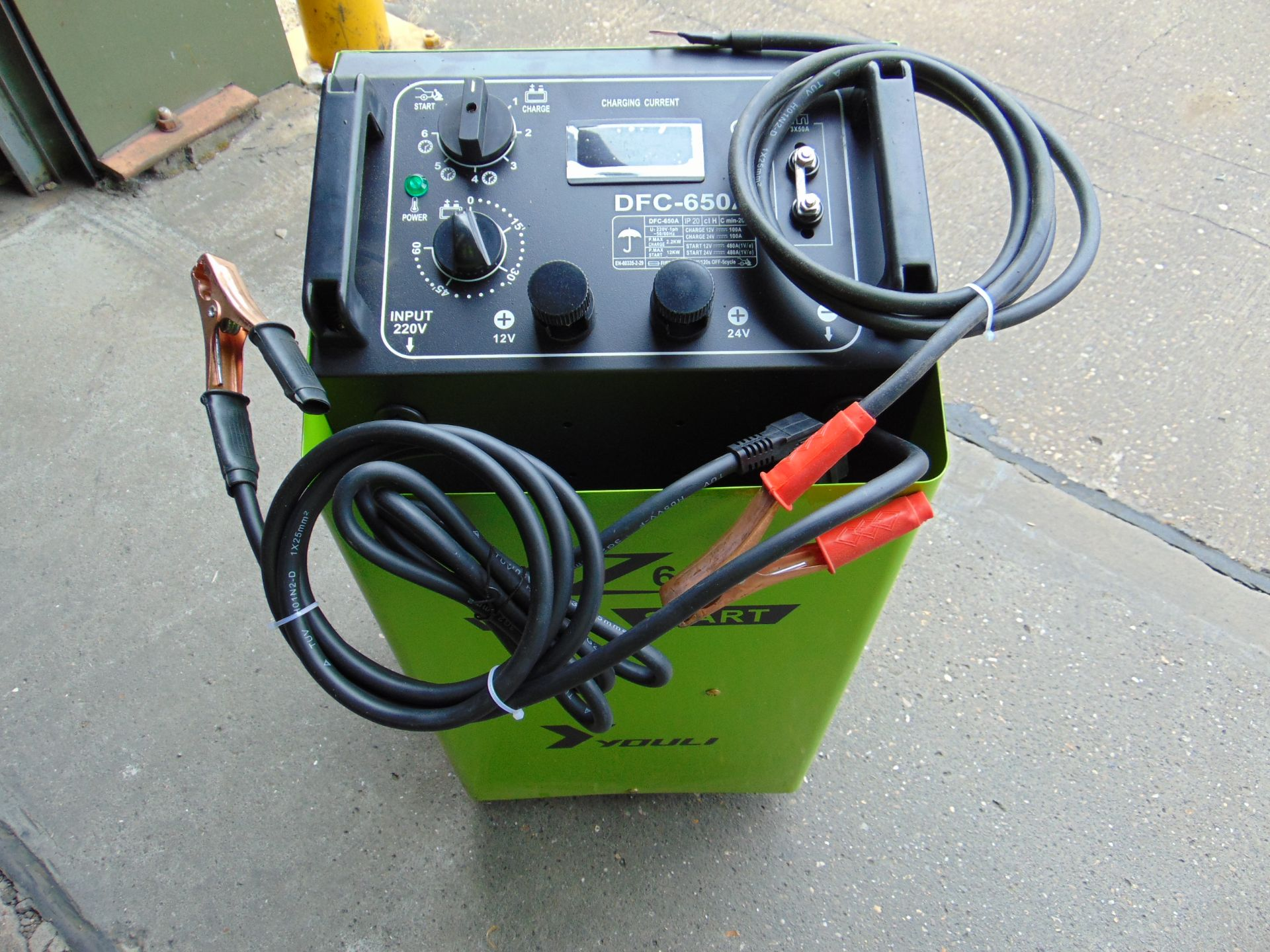 Lot 33 - ** BRAND NEW ** Youli DFC-650A 12/24V Vehicle Battery Charger/Starter