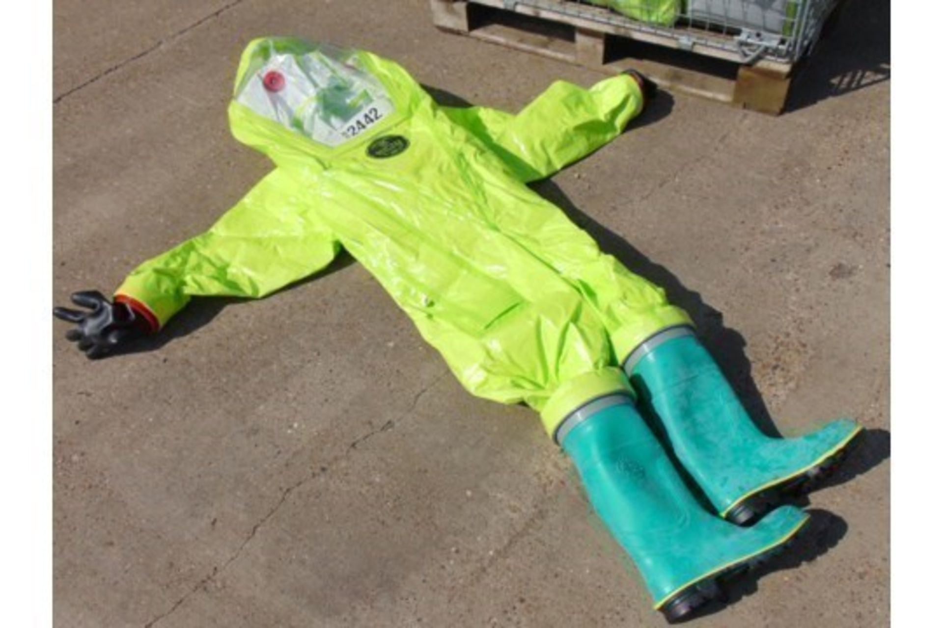 10 x Respirex Tychem TK Gas-Tight Hazmat Suit Type 1A with Attached Boots and Gloves - Image 4 of 10