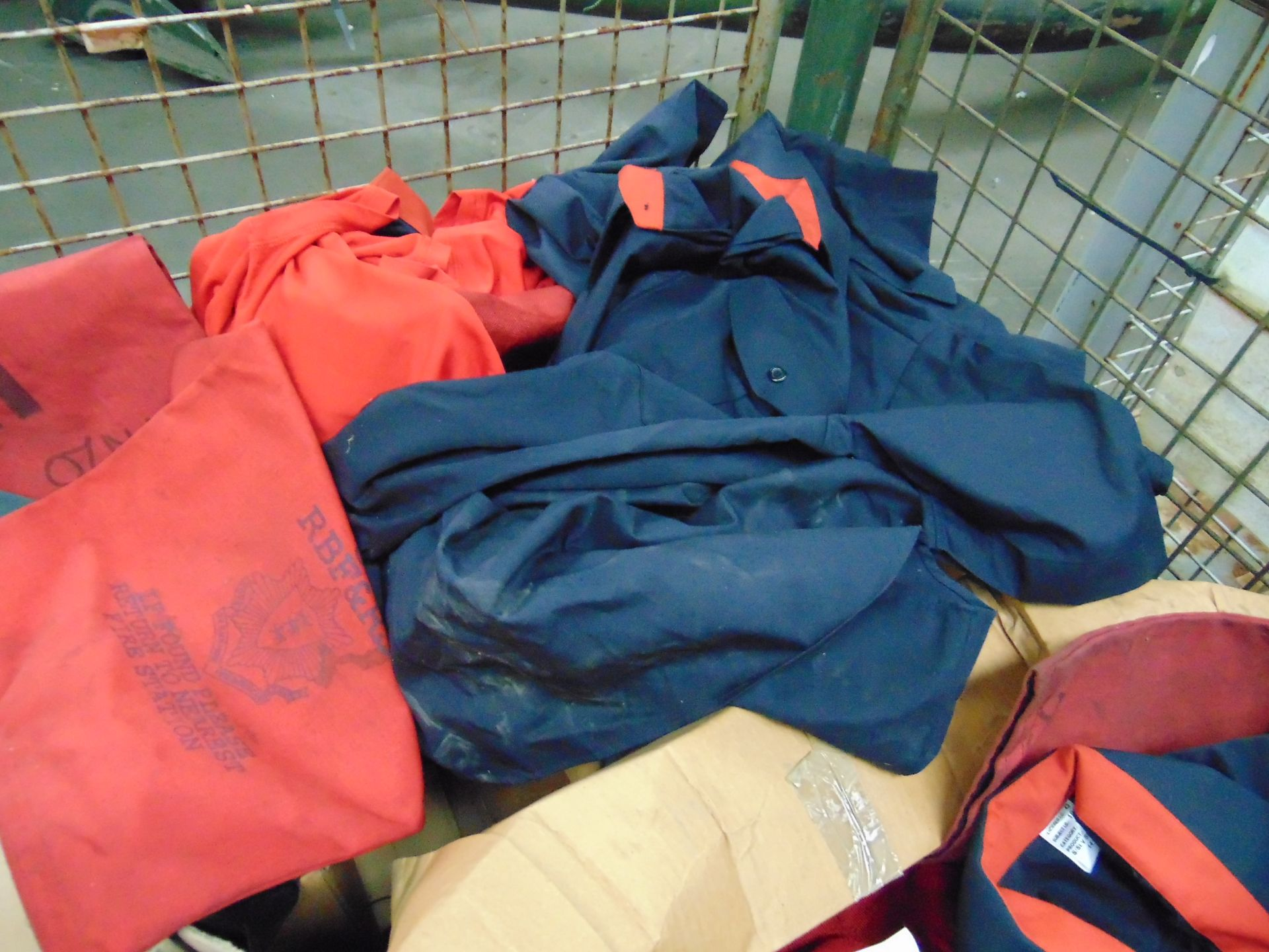 Mixed Clothing including Shirts, T shirts, Trousers, Fleece Jackets, Knee Pads Etc - Image 3 of 4