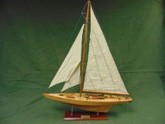BEAUTIFUL MODEL OF THE 1931 ENDEAVOUR AMERICA`S CUP RACING YACHT