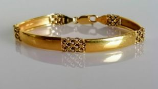 An Italian yellow gold articulated bracelet, stamped 750, 11.61g