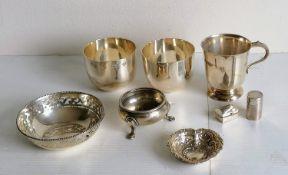 A pair of contemporary silver cups by Deakin & Francis Ltd., Birmingham, 1978, each 6 cm; a