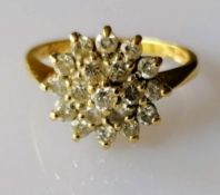 An 18ct yellow gold diamond cluster ring in a tiered claw setting, the nineteen brilliant-cut