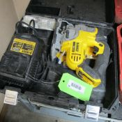 DEWALT 20 VOLT MAX DCS331 WIRELESS JIGSAW W/CHARGER, BLADES AND CASE