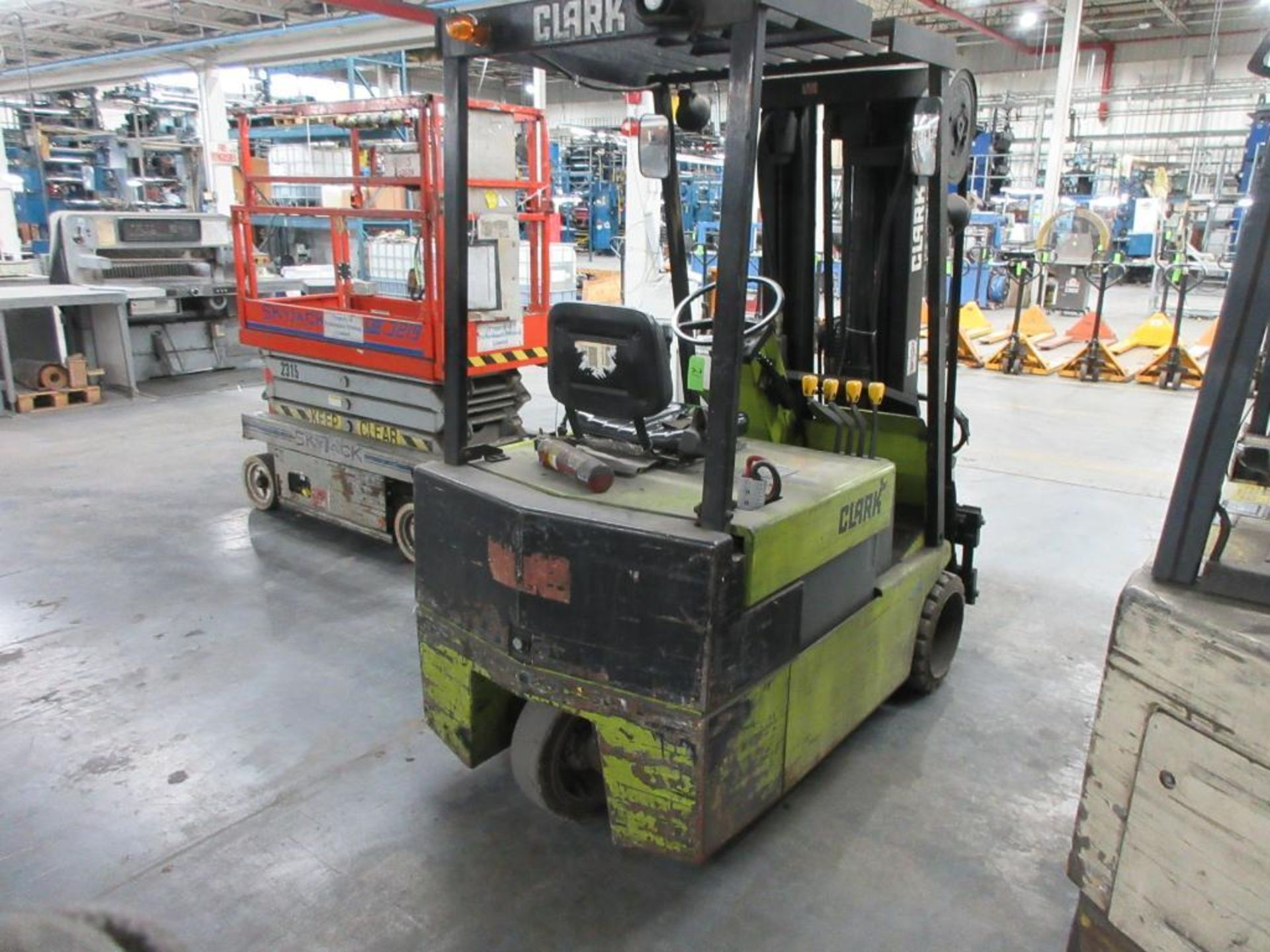 """Clark 4,500 lb capacity, 3 wheel electric clamp forklift, model TM25, 3 stage mast, 186"""" lift height - Image 5 of 10"""