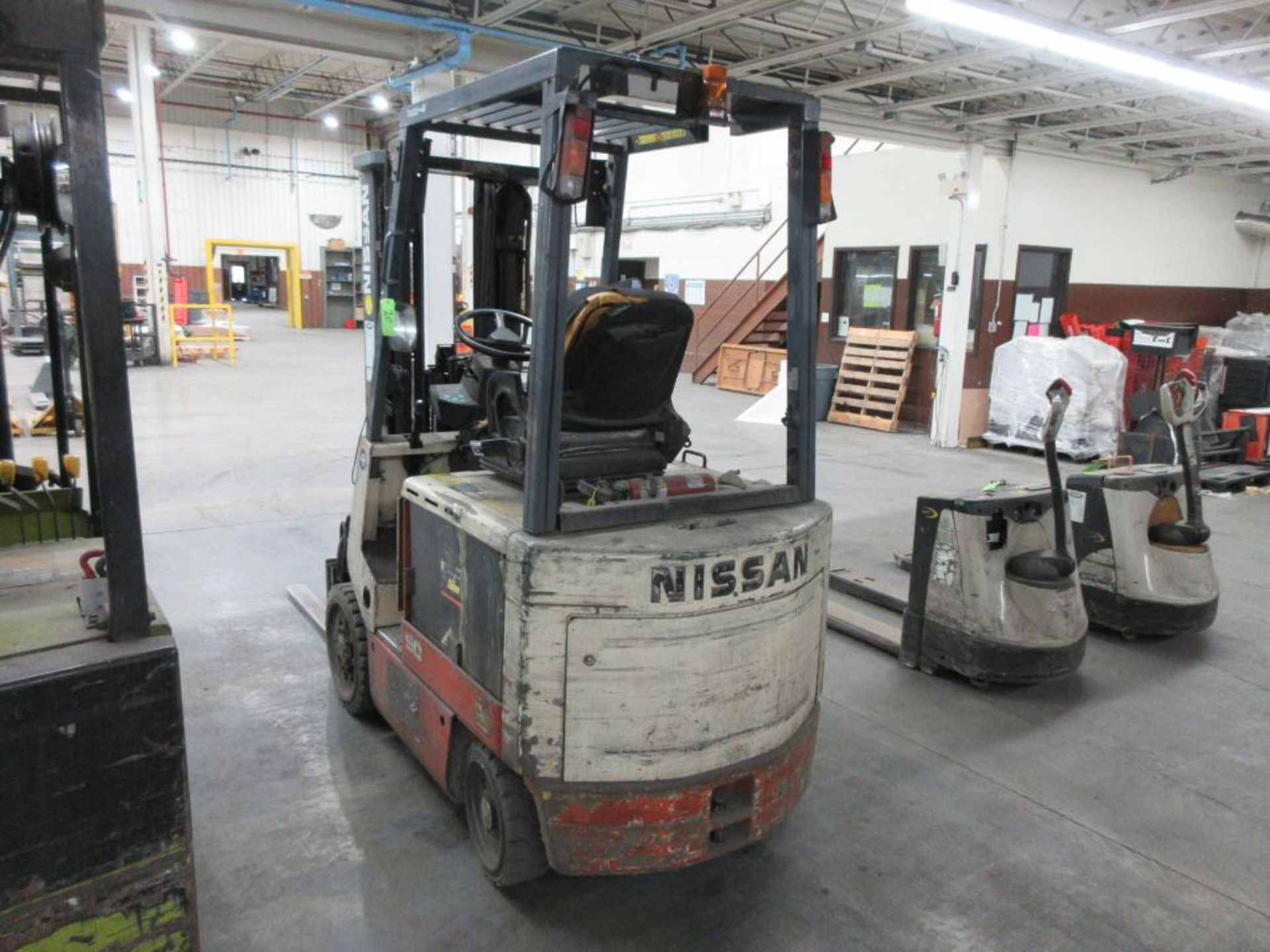 "Nissan 4,400 lb capacity electric forklift model CWP02L25S, 3 stage mast, side shift, 42"" forks, 187 - Image 7 of 7"