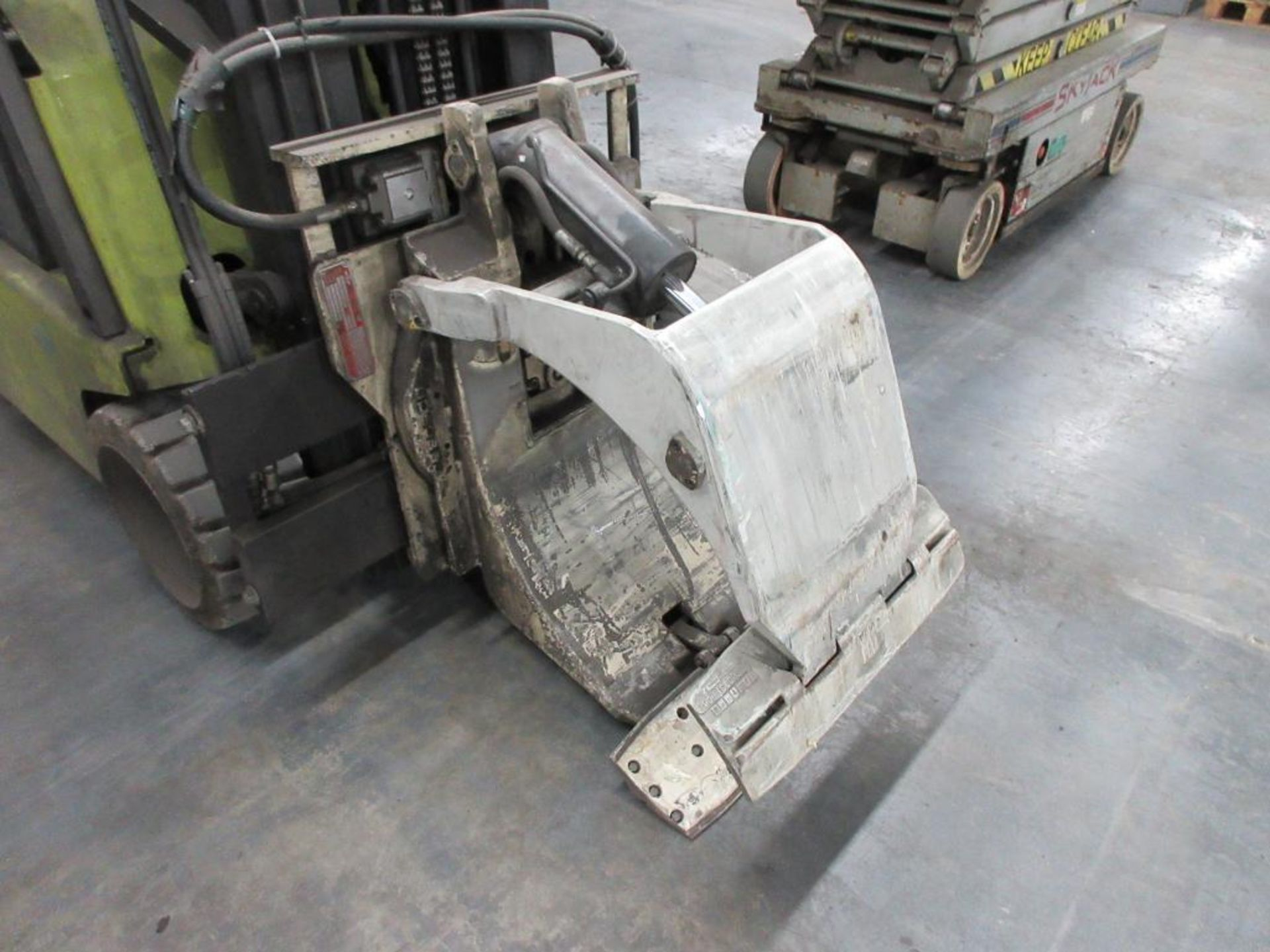 """Clark 4,500 lb capacity, 3 wheel electric clamp forklift, model TM25, 3 stage mast, 186"""" lift height - Image 8 of 10"""