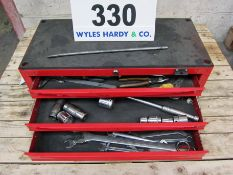 A TENG TOOLS 660mm x 300mm x 250mm 3-Drawer Tool Chest containing A Quantity of Hand Tools including