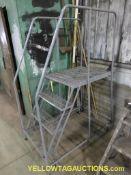 Cotterman 4' Step Ladder   450 lb Capacity