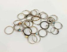 RINGSAMMLUNG, 29 Ringe, meist Silber, teilweise Steinbesatz, u.a. Türkis und Bernstein, verschiedene