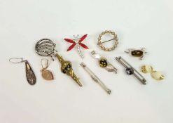 MODESCHMUCKSAMMLUNG, Konvolut von 11, 19./20.Jh., verchiedene Hersteller, teils Silber, besehend
