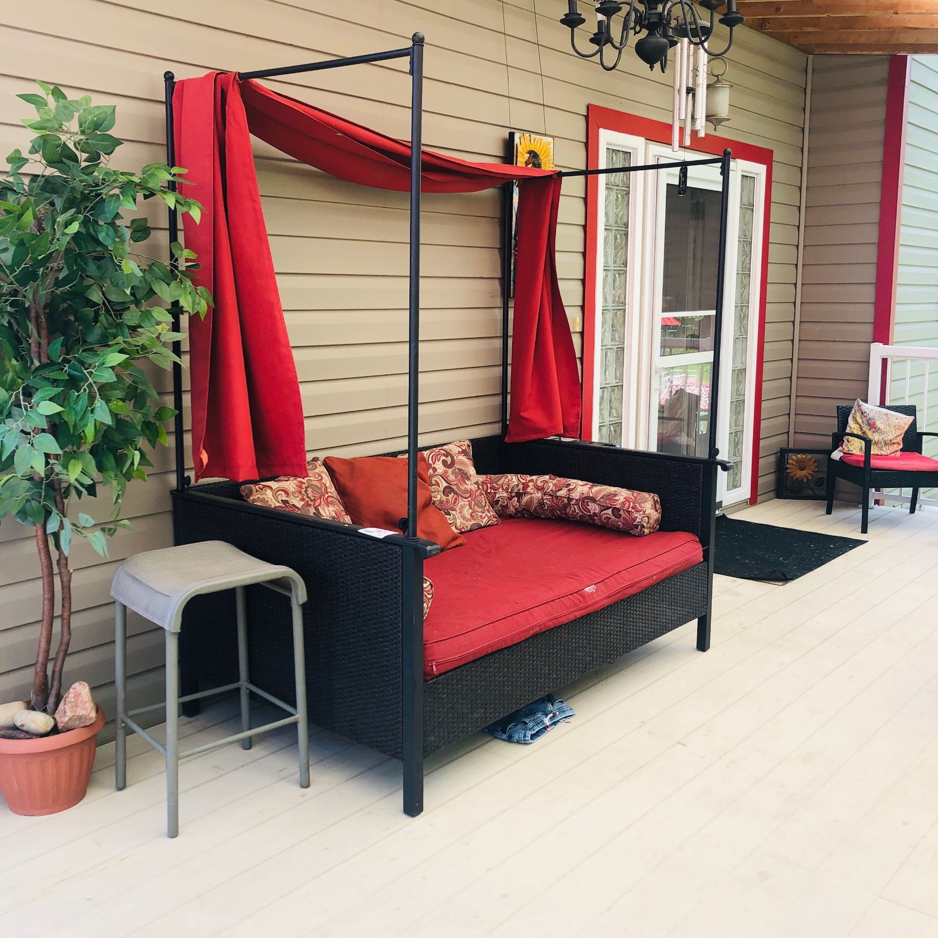 Patio day bed with cover & cushions - Image 2 of 2