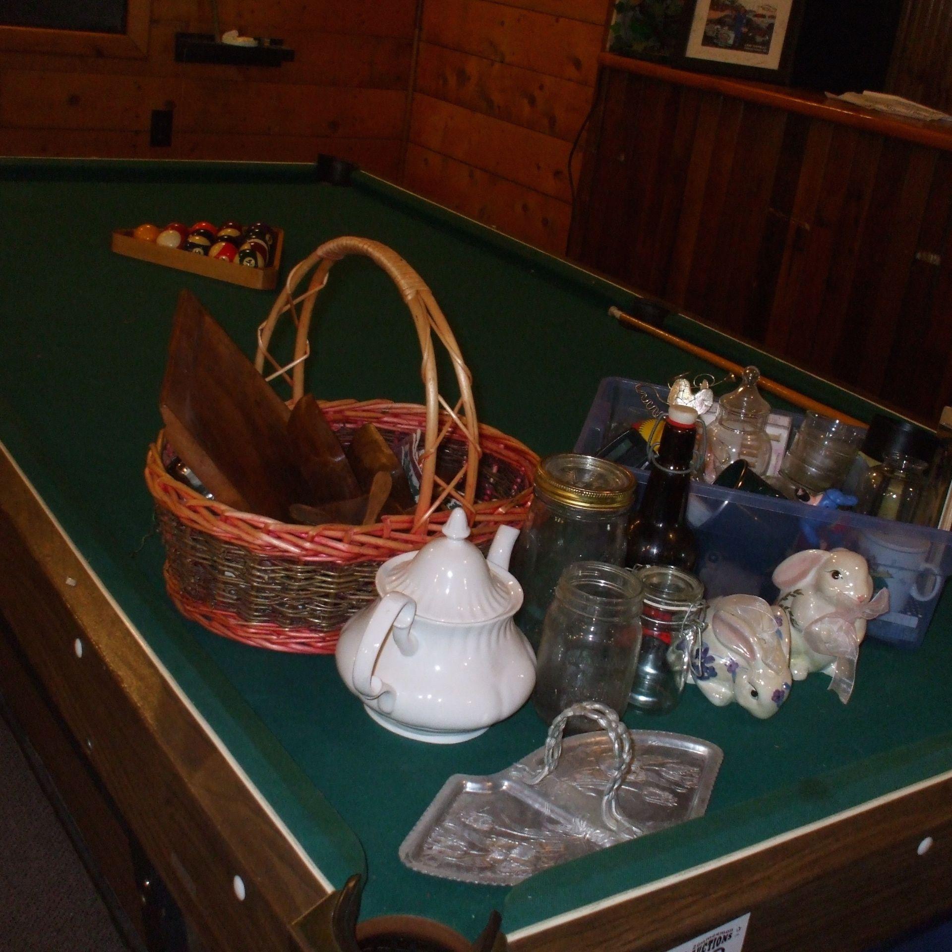 Misc. kitchen gadgets, teapot, baskets - Image 2 of 2