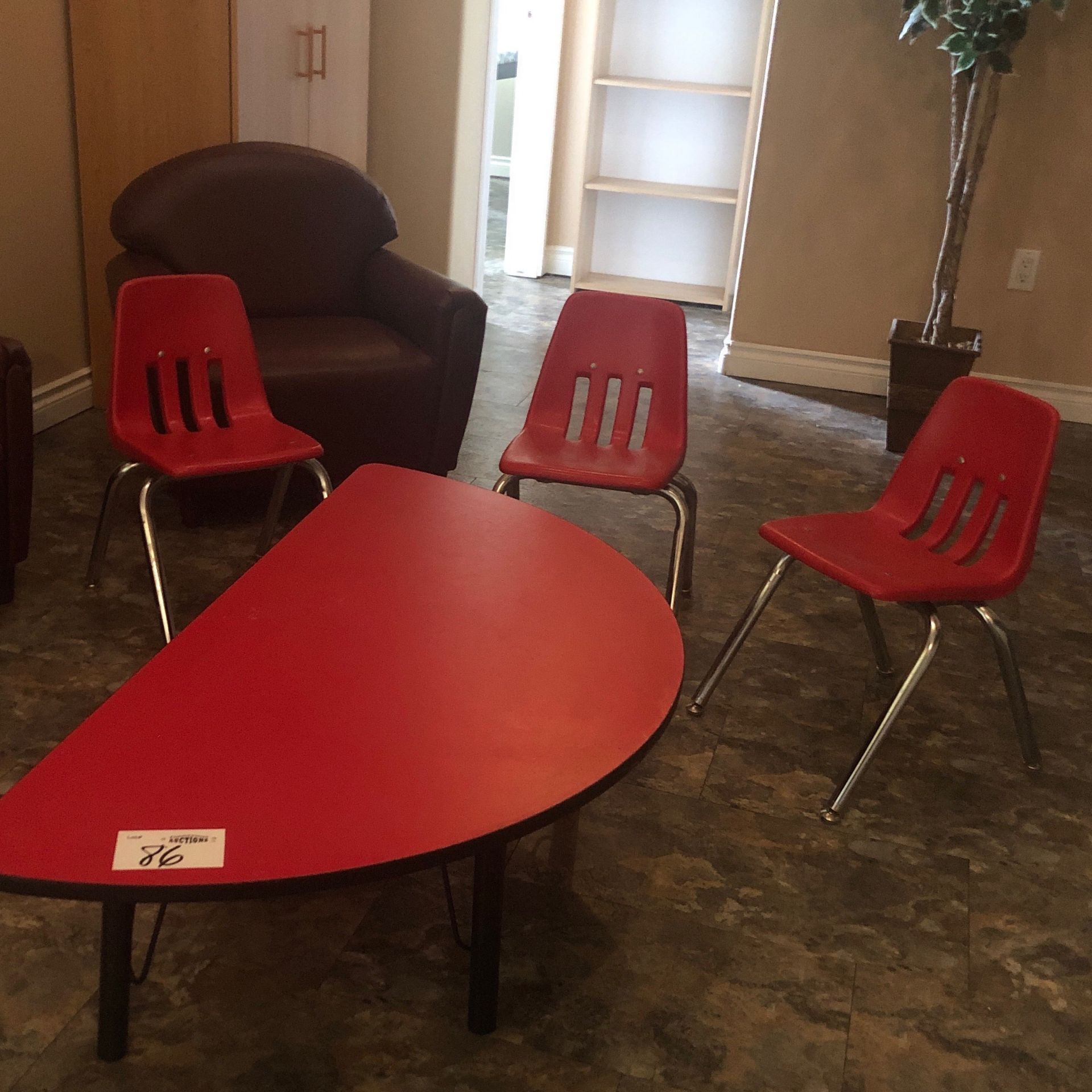 Table, adjustable legs, 3 chairs, red