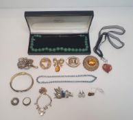Collection of later 20thC costume jewellery to include a cased ladies jade necklace (Qty)