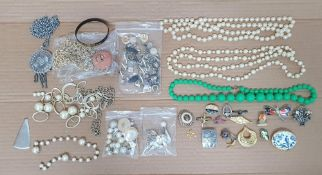 Large collection of costume jewellery (Qty)