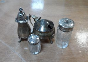 Small collection of silver items & an EPNS mustard pot with blue glass liner (4), Silver weight 39