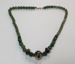 Superb ladies Chinese unmarked white metal and jade bead necklace, 19cm long