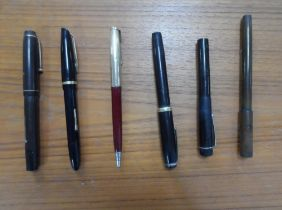 2 14ct gold fountain pens (Wyvern & Watermans) together with other fountain pens etc (5)