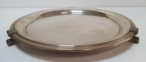 Mappin & Webb Sheffield 1936 silver circular tray on tripod feet (825 grams), The tray measures 30