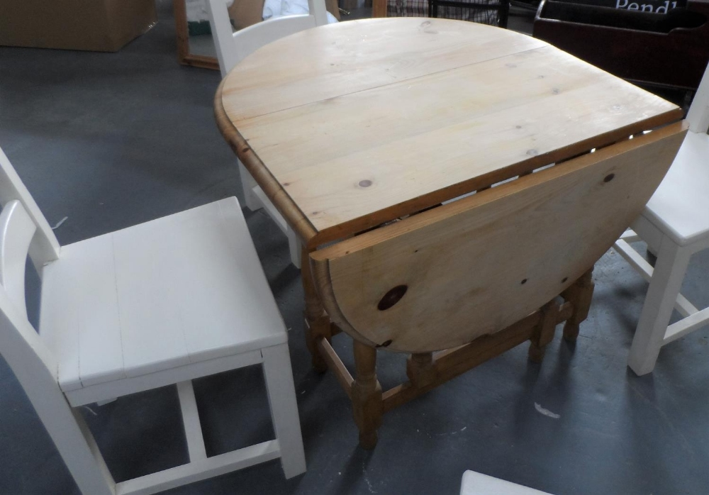 Drop leaf pine table with 4 solid wood (painted) chairs, The table measures 90 x 133 cm - Image 3 of 4