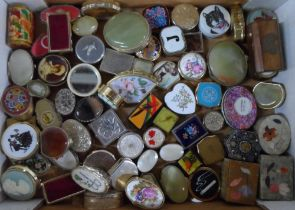 Large quantity of pill boxes (Qty)