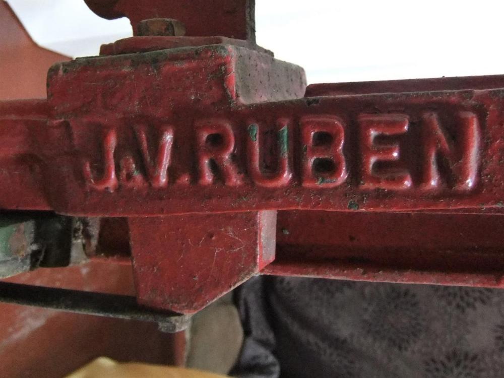 Antique adjustable cast iron bottle corker by J V Ruben & co 95cm high - Image 4 of 4
