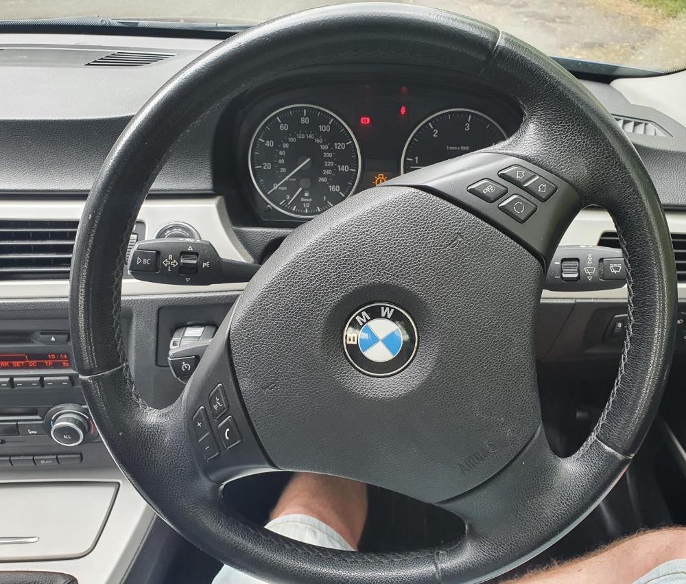 BMW 320d Efficientdynamics, 4 door, 2 litre Diesel in Blue, MOT-Jan 22 134331 miles comes with V5. - Image 10 of 11