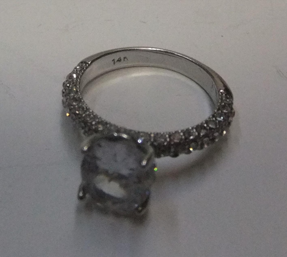 14ct white gold with large CZ solitaire stone with addional CZ stones addorning the upper part of - Image 3 of 3