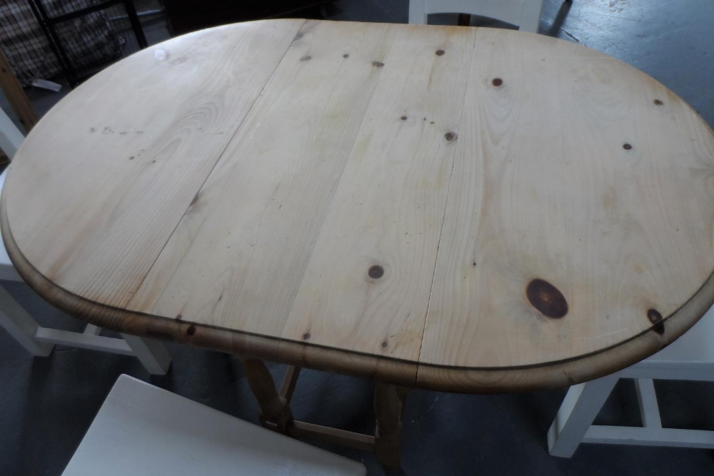 Drop leaf pine table with 4 solid wood (painted) chairs, The table measures 90 x 133 cm - Image 2 of 4