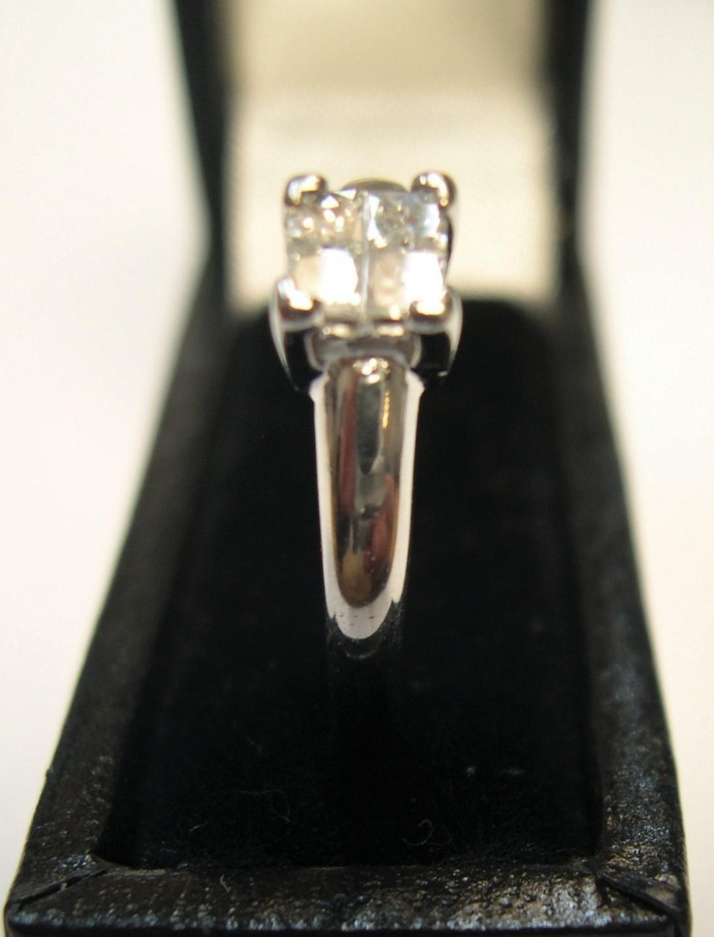 18ct white gold & diamond ring with 4 princess cut diamonds, rubbed marks. Approx 2.7 grams gross, - Image 2 of 3