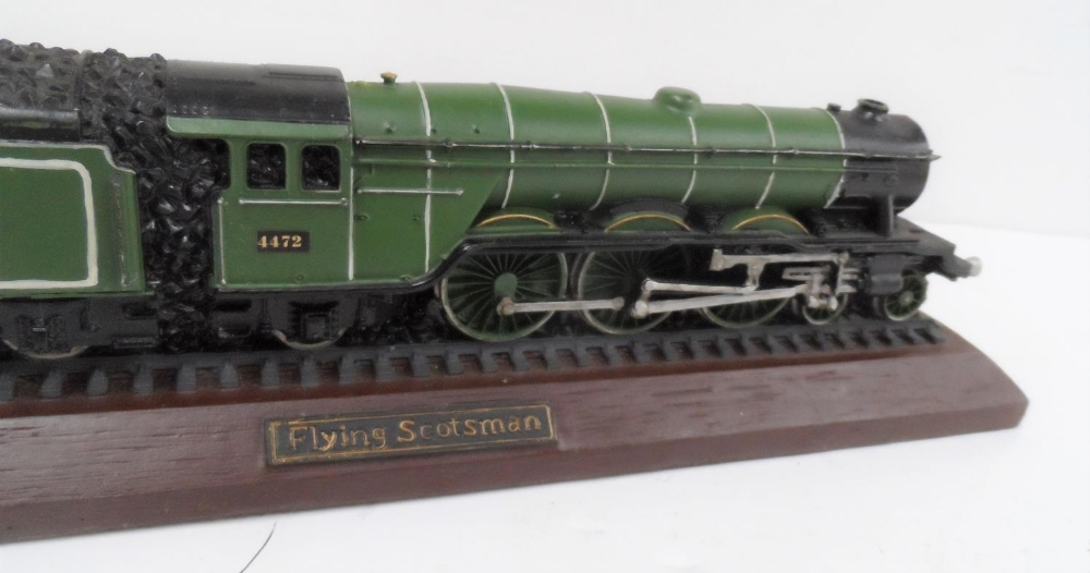 Made from British coal is this hand-painted model of the Flying Scotsman, 30 cm long - Image 5 of 5