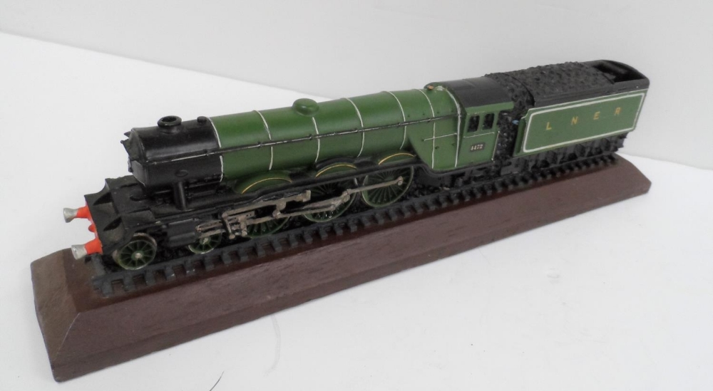 Made from British coal is this hand-painted model of the Flying Scotsman, 30 cm long - Image 3 of 5
