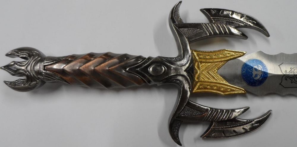 """Fine quality cast """"Game of thrones"""" style knife with sheath & smaller example - Image 2 of 5"""