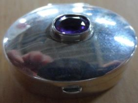 925 silver pill box in plain form topped with a single oval cut Amethyst,